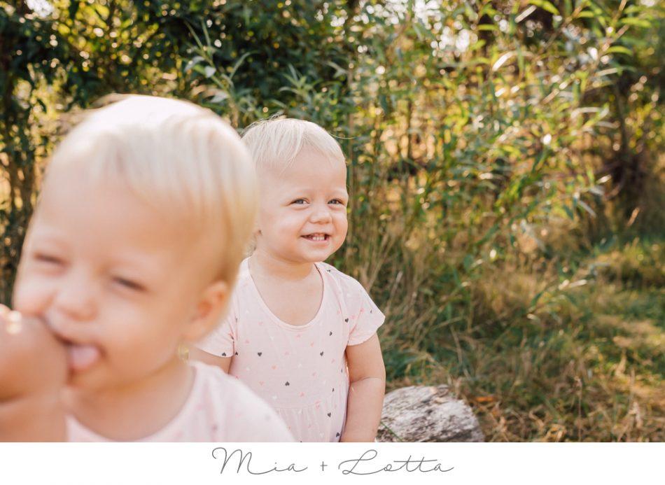 Mia & Lotta – Natürliche Kinderfotos in Bremen
